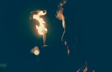 'שאנו מדליקים על המלחמות'- קריאה חלופית לברכת 'הנרות הללו'