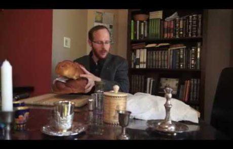 ברכת 'המוציא' וקידוש על הלחם באנגלית