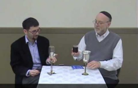 רבנים משוחחים ומדגימים קידוש אשכנזי לליל שבת (אנגלית ועברית)